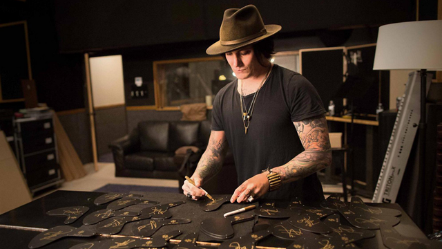 exclusive autographed synyster gates satin gold burst custom s available from guitar center. Black Bedroom Furniture Sets. Home Design Ideas