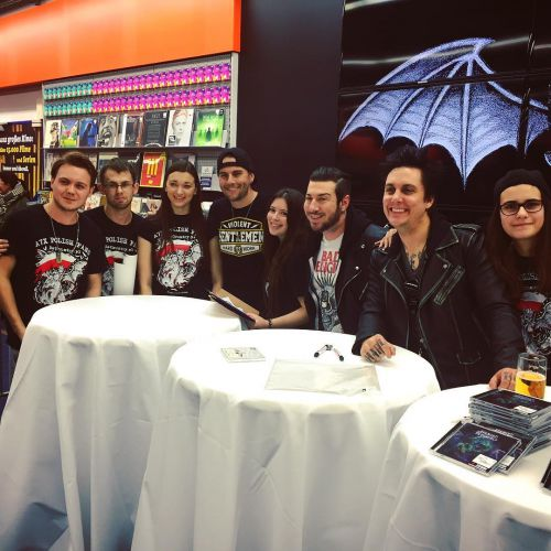 Polish fans at the signing in Berlin! Great to hang again.